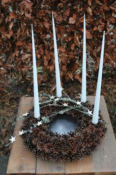 Jul - www.bywillum.dk Lantern Christmas Decor, Homemade Christmas Decorations, Christmas Swags, Xmas Wreaths, Christmas 2017, Christmas Crafts, Cottage Christmas, Nordic Christmas, Farmhouse Christmas Decor