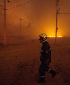Prawie rok po pożarze, który zniszczył około 3 tysięcy domów, chilijskie miasto portowe Valparaiso znowu walczy żywiołem. http://www.tvn24.pl/zdjecia/zdjecie-dnia,31565,lista.html