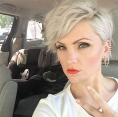 Stunning blonde pixie harr, nails and face короткие стрижки, Cool Hairstyles For Girls, Short Hairstyles For Women, Short Haircuts, Pixie Cut Blond, Short Pixie, Platinum Blonde Pixie, Curly Pixie, Platinum Hair, Curly Bob