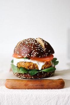 CAJUN CHICKPEA + CAULIFLOWER BURGER . Food porn . Hamburgers . Another healthy way to make a delicious Burger .