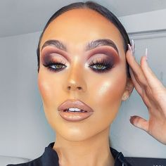 A GLAM EGG🥚 it's just so much easier when my hairs back 💁🏽♀️ swipe to see my nails always slays my lil fingers 🥰 makeup used… Makeup Is Life, Makeup Eye Looks, Full Face Makeup, Makeup Goals, Pretty Makeup, Glamorous Makeup, Flawless Makeup, Glam Makeup, Beauty Makeup