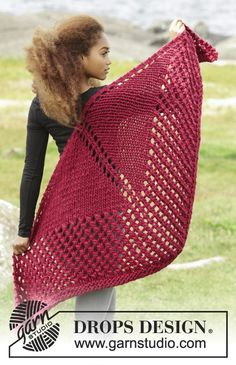 Autumn Fire by DROPS Design. Big and easy #shawl that you will love! Free #knitting pattern