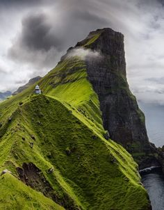 Kallur lighthouse on Kalsoy Island, Faroe Islands. Cool Places To Visit, Great Places, Beautiful Places, Beautiful Scenery, Iphone 8 Plus, Country Videos, Cambodia Travel, Rainbow Art, Photo Journal