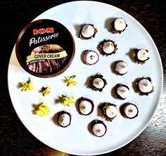 Μαρεγκάκια βουτηγμένα μέσα σε ION Patisserie Cover Cream - ION Sweets Decorative Plates, Sweets, Cream, Tableware, Creme Caramel, Dinnerware, Gummi Candy, Candy, Tablewares