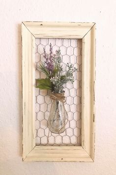 Chicken wire frame with vase – farmhouse decor diy craft ideas Chicken Wire Crafts, Chicken Wire Frame, Frame Crafts, Diy Frame, Farmhouse Furniture, Farmhouse Decor, Abstract Sculpture, Bronze Sculpture, Wood Sculpture