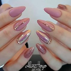 Nail polish original transparent nude nail art easy to make black line min varnish nail original transparent nude nail art simple black line min ., # to # volts, a woman who breaks nine toe to get a .Soft Pink Nails Designs for winter glitter 2019 An Soft Pink Nails, Shiny Nails, Pink Gold Nails, Pink Soft, Nails Design With Rhinestones, Almond Shape Nails, Short Almond Nails, Acrylic Nails Almond Classy, Almond Nail Art