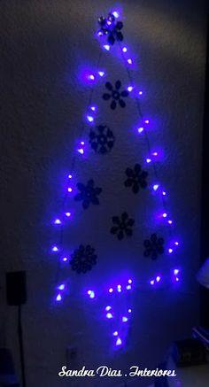 Arvore de Natal com flocos de neve dos personagens do filme Star Wars para home theater do meu marido que é apaixonado.
