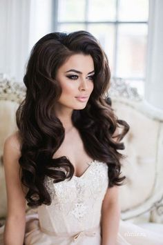 16 Seriously Chic Vintage Wedding Hairstyles | hair down 60's style| weddingsonline