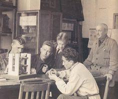 From VKhUTEMAS to MARKhI, 1920-36