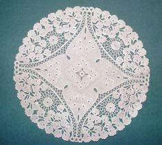 FOREST GARDEN ..BEAUTIFUL EMBOSSED WHITE PAPER LACE DOILIES 24cm X 24