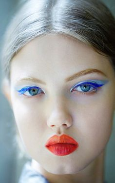 Lindsey Wixson backstage Dior Couture Fall 2012 #eyeliner #makeup