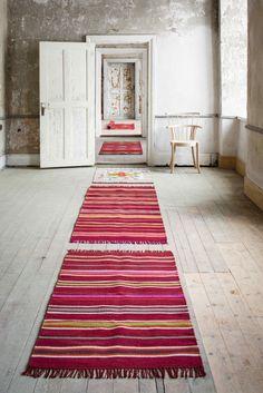 Gudrun Sjödéns Winterkollektion 2014 - Der gestreifte Teppich aus Wolle ist aus einer leichten, dichten Wollqualität gearbeitet und bleibt sicher am vorgesehenen Platz liegen. http://www.gudrunsjoeden.de/wohnen/produkte/teppiche