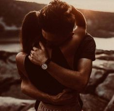 Everyone else desires to as happy as they possibly can be with their partner. Check out these 40 things couples can do to build and maintain a happier and healthiest relationship. Cute Couples Goals, Couples In Love, Love Couple, Couple Shoot, Couple Goals, Teenage Couples, Romantic Couples In Bed, Romantic Hug, Cute Relationship Goals