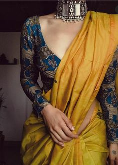Indian Fashion Dresses, Dress Indian Style, Indian Designer Outfits, Sari Blouse Designs, Fancy Blouse Designs, Saree Trends, Stylish Sarees, Elegant Saree, Saree Look