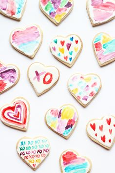 Loving these edible watercolor decorated heart cookies!