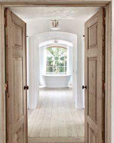 master bathroom ideas Farmhouse Hallway Design Ideas - White beadboard and yellow wallpaper develop Ideas Dormitorios, White Beadboard, Flur Design, Bad Styling, Farmhouse Renovation, White Oak Floors, White Walls, Modern Farmhouse Style, Rustic Farmhouse