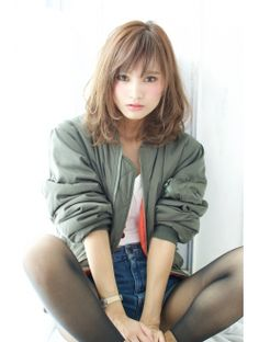 Normally short hair makes you appear much younger. But short hair does not suit every type of face. These Short bob hairstyles for different type of hair. Japanese Beauty, Asian Beauty, Medium Hair Styles, Short Hair Styles, Hair Arrange, Japanese Hairstyle, My Hairstyle, Asian Hair, Girl Short Hair