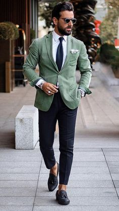 5 Unconventional Blazer Colours That Breaks All The Rules Of Fashion But Will Make You Look Insanely Cool You are in the right place about Blazer Outfit sin mangas Here we offer you the most beautiful Blazer Outfits Casual, Blazer Fashion, Suit Fashion, Fashion Outfits, Fashion Ideas, Fashion Tips, Casual Grooms, Men Casual, Mens Green Blazer