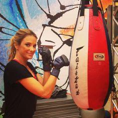 Celebridades apostam nos golpes de lutas para manter a forma. Descubra quem são! http://r7.com/LSWT