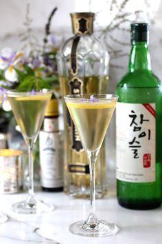 Sublime Franco-Korean Elderflower Soju Martini - Taste With The Eyes St Germain Liqueur, Cocktail Recipes, Cocktails, Korean Food, Korean Drinks, Elderflower, Cool Bars, Non Alcoholic, Party Drinks