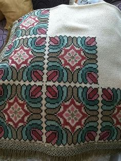 Folk Embroidery, Cross Stitch Embroidery, Cross Stitch Patterns, Cross Stitch Geometric, Cross Stitch Cushion, Palestinian Embroidery, Cute Cross Stitch, Needlepoint Patterns, Cross Stitching