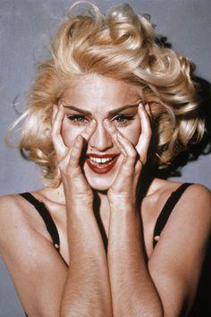 Madonna: su media melena rizada y rubísima fue uno de los peinados más imitados de los años 90.