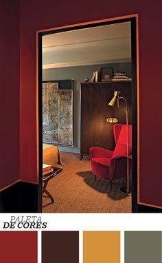 Em homenagem à Itália dos anos 1930, o quarto do designer Emiliano Salci, sócio do Dimore Studio, sugere uma atmosfera íntima e luxuosa. Living la dolce vita! E essa poltrona vermelha incrível? Clique no link para saber mais. http://glo.bo/1P46inW