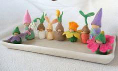 Een verzameling vilten bloem kinderen kabouters en door LilSprigs