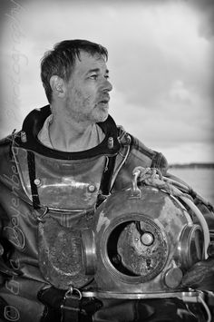 Pieds Lourds Diving Helmet, Diving Suit, Diver Down, Vintage Helmet, Sea Diving, Ellis Island, Aesthetic Vintage, Deep Sea, Oceans