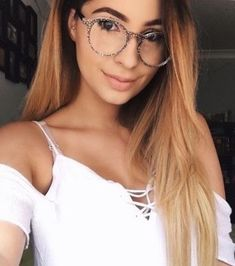 Loving Ashleigh in this stylish Newtown glass. This was one of our best sellers last season and so we have brought it back! Grab yours while stocks last! Online Glasses Store, Line Patterns, Reading Glasses, Best Sellers, Stylish, How To Wear, Fashion, Moda, Fashion Styles