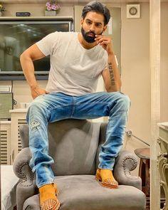 Pass Zindagi School'on Bhaween Pass Hoya Na. Parmish Verma Beard, Punjabi Boys, Punjabi Models, Swag Boys, Beautiful Men Faces, Actor Picture, Boy Photography Poses, Lovely Smile, Famous Singers