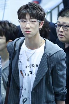 """170520 THE8 @ Gimpo airport on his way to Japan cr. WITH THE8 & haokande #THE8 #세븐틴 #디에잇 #SEVENTEEN"""