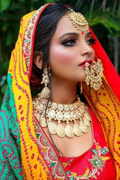 If the fair is lovely, then dusky is divine! Exotic, Olive, Sun-kissed, tanned whatever name you call it, the dusky skin has garnered worldwide admiration. When it comes to dusky skin tone makeup, there are multiple misconceptions. From the right foundation shade to lip shade for dusky skin tone women, here are 6 Essential Bridal Makeup Tips for Dusky Skin. Bridal Makeup Images, Bridal Makeup Tips, Bridal Makeup Looks, Bride Makeup, Bridal Looks, Beautiful Women Over 40, Beautiful Bride, Dusky Skin, Photo Makeup
