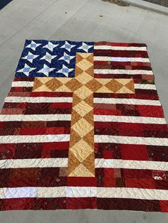 The Cross free quilt pattern This is a free quilt pattern. It's great for a Patriotic Christian.This is a free quilt pattern. It's great for a Patriotic Christian. Flag Quilt, Patriotic Quilts, Star Quilt Blocks, Star Quilts, Scrappy Quilts, Quilt Top, Quilting Projects, Quilting Designs, Quilting Ideas