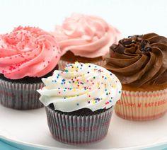 Ohne Frosting sind Cupcakes nackt. Die Buttercreme gibt es in vielen Sorten: Schokolade, Vanille, Frischkäse und Co. Hier finden Sie unsere Top 6 Frosting-Rezepte.
