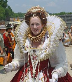 Tennessee Renaissance Festival 2012 Queen of the Faire by oldsouthvideo, via… Mode Renaissance, Renaissance Costume, Renaissance Clothing, Renaissance Fashion, Tudor Costumes, Period Costumes, Elizabethan Clothing, Elizabethan Era, Elisabeth I