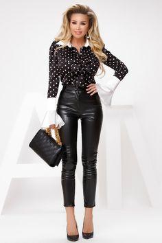 Camasa neagra cu buline este sexy si eleganta cu un croi modern. Camasa are volane la bust si este prevazuta cu volane la maneci ce ii ofera eleganta. Atmosphere Fashion, Leather Pants, Chic, Passau, Leather Jogger Pants, Shabby Chic, Elegant, Lederhosen, Leather Leggings