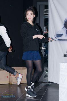 Iu Fashion, Airport Fashion, Airport Style, Asian Fashion, Apink Naeun, Black Socks, Korean Star, Cute Korean, Korean Outfits