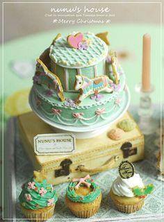 Miniature cake I LOVE Nunu's House things..the work is so fine.
