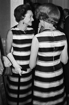 La Duchessa di Windsor e la Baronessa de Redé indossano lo stesso abito di Givenchy allo stesso evento