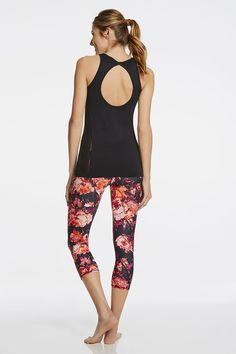 Put some spring in your step with our seamless breathe-easy tank and floral sweat-wicking capris.