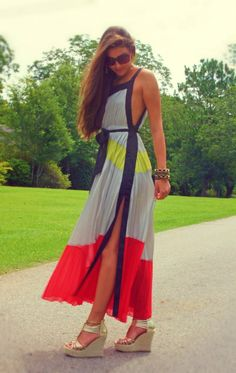 Hate the colors.love the style! The gray, yellow, black and red Gracia colorblock maxi-dress that Ana changes into on the plane in chapter 62 Cute Dresses, Beautiful Dresses, Mode Kimono, Love Fashion, Fashion Outfits, Modest Fashion, Dress Fashion, Fashion News, Fall Fashion