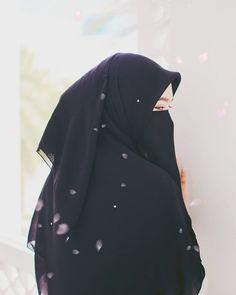 Hijab ia my life and i love allah Hijab Niqab, Muslim Hijab, Mode Hijab, Hijab Outfit, Anime Muslim, Beautiful Muslim Women, Beautiful Hijab, Niqab Fashion, Muslim Fashion