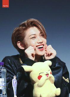 Felix x Pikachu⚡ K Pop, Pikachu, Felix Stray Kids, Korean Boy, Kid Memes, Lee Know, Kpop Boy, Minho, Bias Wrecker