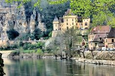 La Roque-Gageac, Dordogne...reading about this area right now...