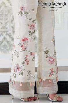 Buy Pakistani clothes online, salwar kameez, Indian dresses, kurtis, trousers and leggings by Henna Mehndi. Pakistani Clothes Online, Pakistani Outfits, Indian Outfits, Pakistani Clothing, Shalwar Kameez Pakistani, Sharara, Indian Clothes, Salwar Designs, Blouse Designs