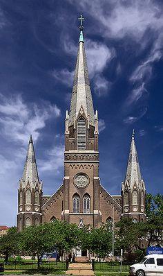 Igreja Católica Apostólica Romana de São Mateus, em Saint Louis, estado do Missouri, USA.  Fotografia: Mark Scott Abeln no Flickr.