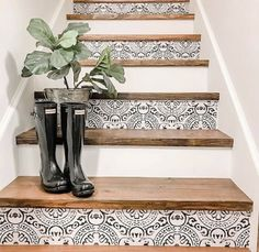 Tile Stairs, Flooring For Stairs, Wood Stairs, Laminate Stairs, Tiled Staircase, Black Stairs, Basement Stairs, Staircase Makeover, Stair Decor