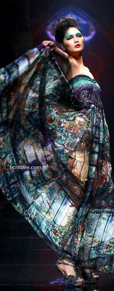 China Fashion Week - Deng Hao  - Chinese inspired fashion
