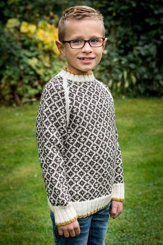 128/6 Smart sweater til drenge i alderen 4-12 år. Strikket i Mayflower Easy Care Classic. Køb Kids kataloget hos din lokale Mayflower forhandler